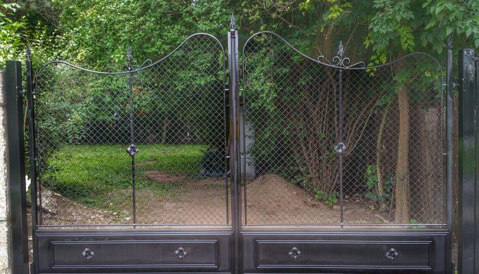 Kpuk  Fémkreatív - Szekeres András - kerítésszerelés lakatosmunka - kapuk, kerítések, korlátok